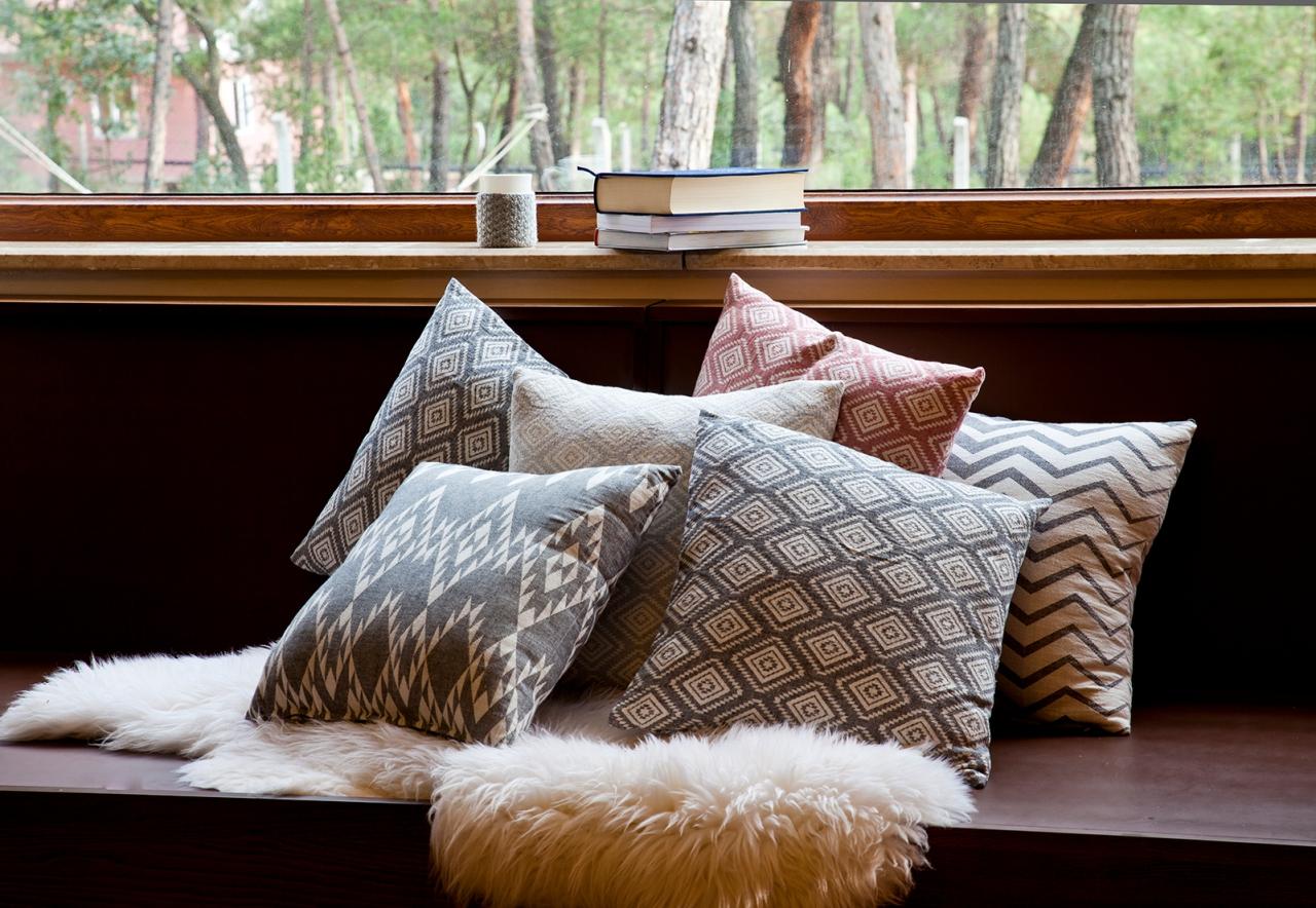 aw16-17-cushions